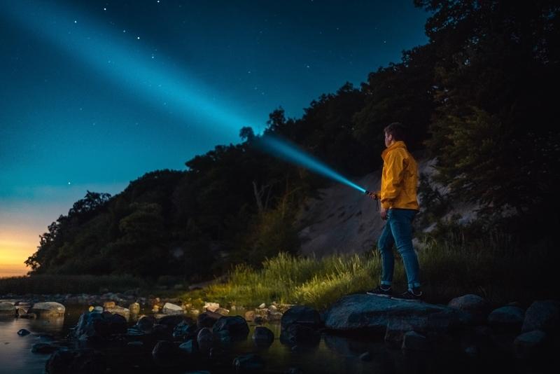 flashlight-night-shine-dark